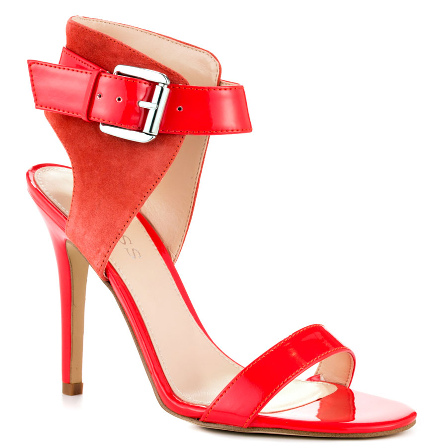 Singing-in-the rain suede sandals with a touch of life