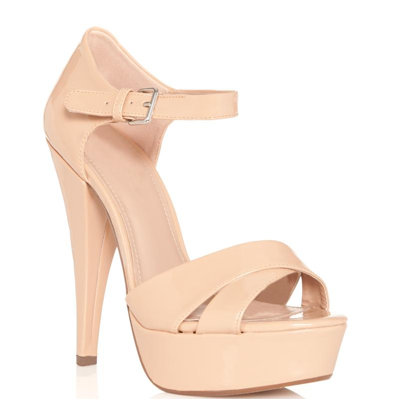 "Fabulous nude pump shoes … the ""must-have"" item for every ""it"" girl"